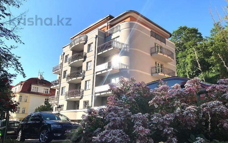 3-комнатная квартира, 163 м², 3/6 этаж, Skroupova 2129/13 за ~ 151.2 млн 〒 в Карловых Вары
