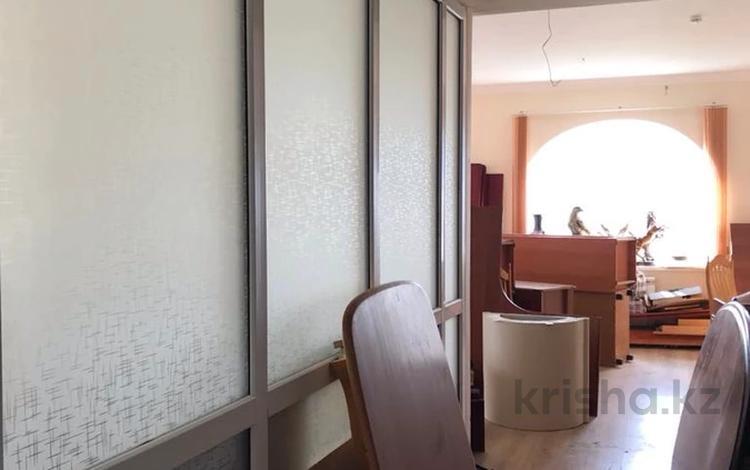 5-комнатная квартира, 200 м², 10/10 этаж, Казангапа 57В за 26 млн 〒 в Актобе