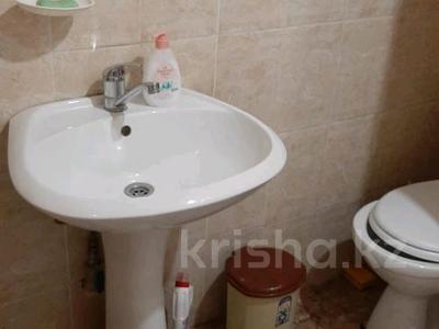 2-комнатная квартира, 60 м², 4/21 этаж посуточно, мкр Сайран, Толе би 286 за 15 000 〒 в Алматы, Ауэзовский р-н
