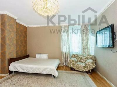 1-комнатная квартира, 60 м² посуточно, Сарайшык 7 за 9 000 〒 в Нур-Султане (Астана), Есиль р-н
