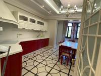 8-комнатный дом помесячно, 352 м²