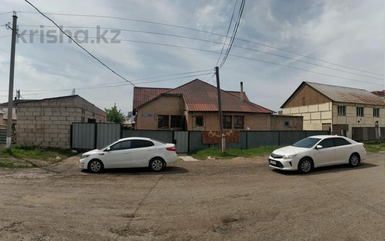 4-комнатный дом, 160 м², 10 сот., Мкр Юго-Восток — Каркабат за 51 млн 〒 в Нур-Султане (Астана), Алматы р-н