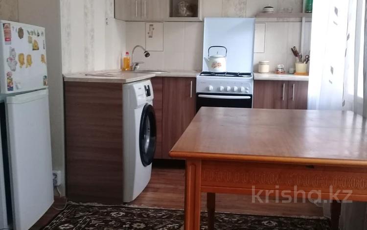 2-комнатная квартира, 56 м², 3/5 этаж посуточно, улица Тауелсиздик 112 — Козыбаева за 7 000 〒 в Костанае