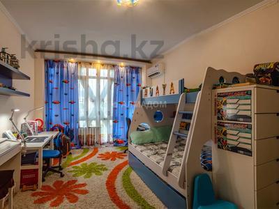 3-комнатная квартира, 76 м², 8/9 этаж, Валиханова 53 — Макатаева за 25 млн 〒 в Алматы, Медеуский р-н — фото 4