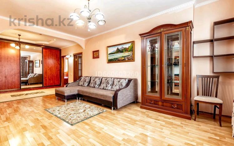 3-комнатная квартира, 78 м², 6 этаж посуточно, Достык 4 за 13 000 〒 в Нур-Султане (Астана), Есиль р-н