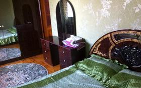2-комнатная квартира, 60 м², 3/5 этаж посуточно, Азаттык 46а за 7 000 〒 в Атырау
