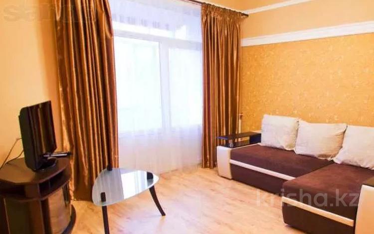 3-комнатная квартира, 80 м² помесячно, Бруссиловского — Абая за 160 000 〒 в Алматы, Алмалинский р-н