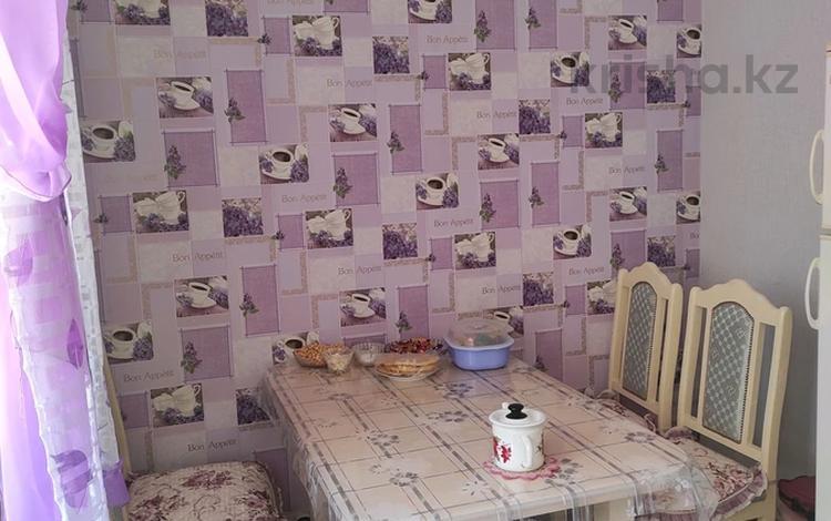 1-комнатная квартира, 38 м², 1/5 этаж, улица Молдагуловой 17/4 за ~ 10.5 млн 〒 в Усть-Каменогорске