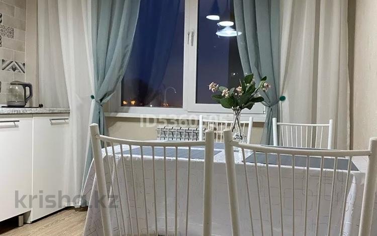 2-комнатная квартира, 45 м², 4/10 этаж посуточно, Жибек Жолы 5 за 13 000 〒 в Усть-Каменогорске