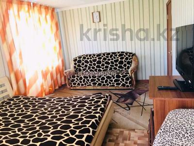 1-комнатная квартира, 34 м², 3/5 этаж посуточно, Шевченко 135/141 — Жансугурова за 4 500 〒 в Талдыкоргане — фото 2