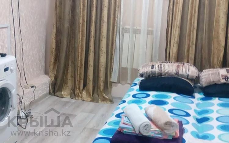 1-комнатная квартира, 19 м² посуточно, мкр Хан Тенгри, Мустафина 83 за 4 000 〒 в Алматы, Бостандыкский р-н
