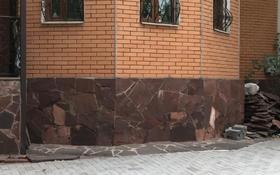 10-комнатный дом помесячно, 360 м², 5 сот., Есенберлина за 600 000 〒 в Алматы, Медеуский р-н