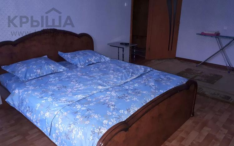 1-комнатная квартира, 35 м², 3 этаж по часам, Жигули, 4-6 мкр 3 за 1 000 〒 в Уральске
