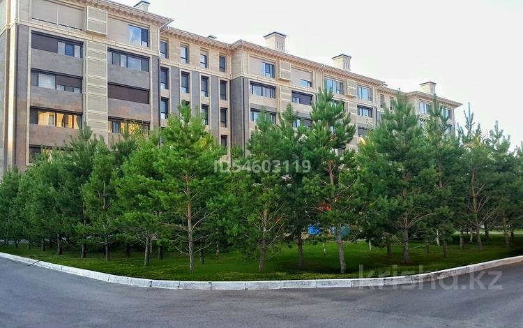 4-комнатная квартира, 216 м², 3/5 этаж, Баян Сулу 19 за 192 млн 〒 в Нур-Султане (Астана), Есиль р-н