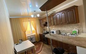 1-комнатная квартира, 50 м², 4/5 этаж посуточно, мкр. 4, Кунаева 59 за 7 000 〒 в Уральске, мкр. 4