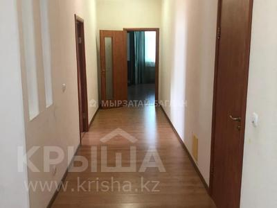 3-комнатная квартира, 110 м², 15/18 этаж помесячно, Баянауыл 1 за 185 000 〒 в Нур-Султане (Астана), р-н Байконур — фото 8