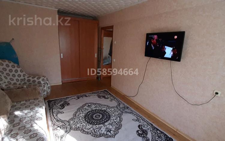 1-комнатная квартира, 38 м², 3/5 этаж посуточно, Мызы 45 — Казахстан за 6 000 〒 в Усть-Каменогорске