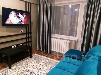 1-комнатная квартира, 35 м², 5/5 этаж посуточно, Казахстан 92 за 10 000 〒 в Усть-Каменогорске — фото 2
