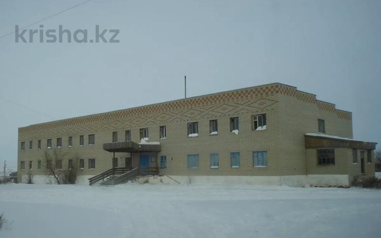 Здание, площадью 1350 м², Больничный за ~ 8.3 млн 〒 в Костанайской обл.