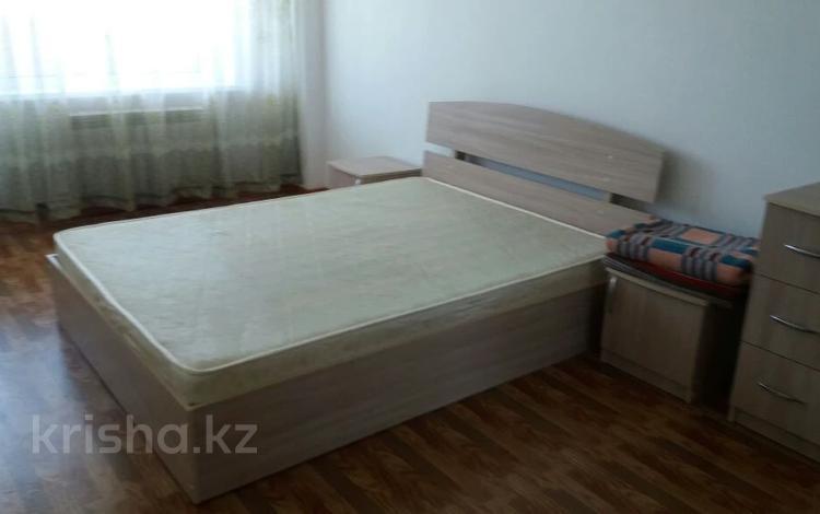 2-комнатная квартира, 63 м², 13/16 этаж, Шахтеров 60 за 16.5 млн 〒 в Караганде, Казыбек би р-н