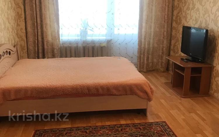 1-комнатная квартира, 35 м² посуточно, Торайгырова 3/1 за 6 000 〒 в Нур-Султане (Астане), р-н Байконур