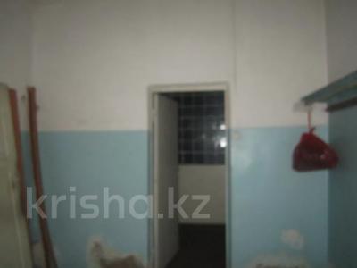 Здание, площадью 1068.7 м², Пичугина 4/8 за 39.7 млн 〒 в Караганде, Казыбек би р-н — фото 4