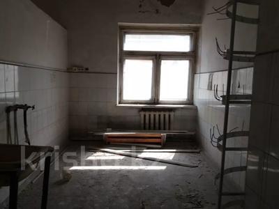 Здание, площадью 1068.7 м², Пичугина 4/8 за 39.7 млн 〒 в Караганде, Казыбек би р-н — фото 13