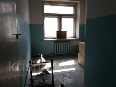 Здание, площадью 1068.7 м², Пичугина 4/8 за 39.7 млн 〒 в Караганде, Казыбек би р-н — фото 14