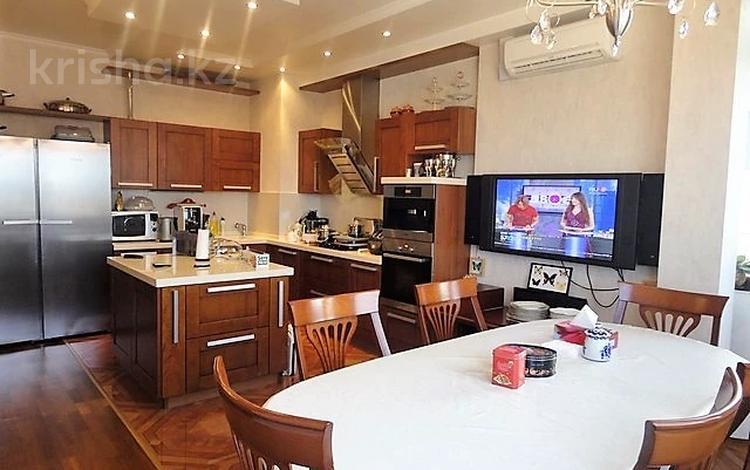 3-комнатная квартира, 140 м², Досмухамедова 101 за 61 млн 〒 в Алматы, Алмалинский р-н