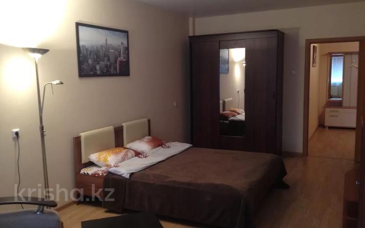 1-комнатная квартира, 53 м² по часам, Язева 2 за 1 000 〒 в Караганде, Казыбек би р-н