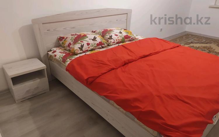 1-комнатная квартира, 45 м², 4/12 этаж посуточно, мкр Акбулак, 3-я 39 — Момышулы за 10 000 〒 в Алматы, Алатауский р-н