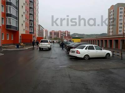 1-комнатная квартира, 45 м², 5/10 этаж помесячно, Казыбек би 5 за 58 000 〒 в Усть-Каменогорске — фото 3