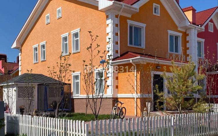 4-комнатный дом, 100 м², 3 сот., Е-721 — Кабанбай батыра за 54 млн 〒 в Нур-Султане (Астана), Есиль р-н