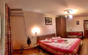1-комнатная квартира, 35 м² посуточно, Азаттык 99 А за 7 000 〒 в Атырау
