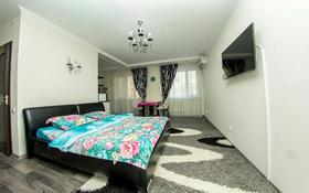 1-комнатная квартира, 50 м², 3/12 этаж посуточно, Сауран 2 — Достык за 10 000 〒 в Нур-Султане (Астана), Есиль р-н
