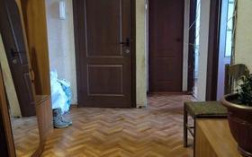 3-комнатная квартира, 64 м², 6/9 этаж помесячно, мкр Строитель 5 — Кутякова за 60 000 〒 в Уральске, мкр Строитель