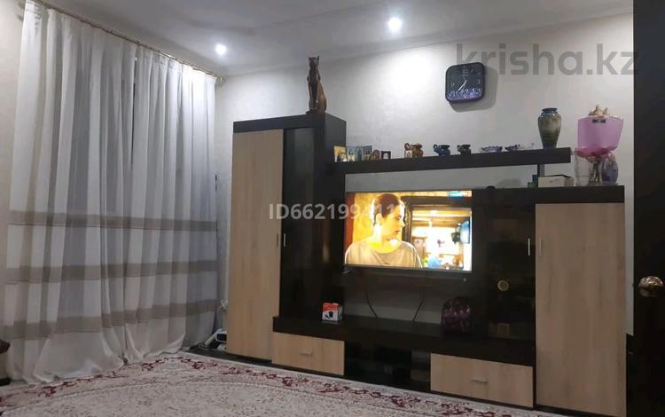 2-комнатная квартира, 61 м², 2/2 этаж, Ленина 50 за 19.8 млн 〒 в Караганде, Казыбек би р-н
