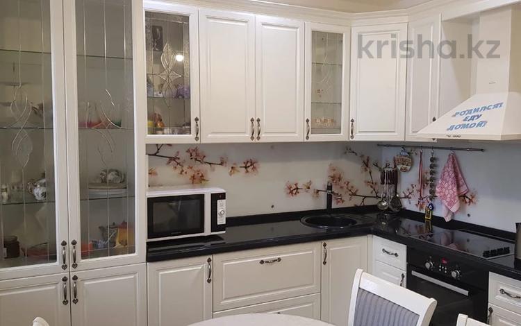 3-комнатная квартира, 90 м², 2/17 этаж, Туркестан 32 за 38.8 млн 〒 в Нур-Султане (Астана)