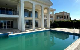 8-комнатный дом, 520 м², 10.4 сот., Чешме за 825 млн 〒 в Измире