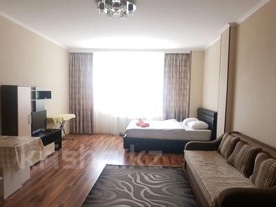 1-комнатная квартира, 42 м², 11 этаж посуточно, Достык 5 — Сауран за 10 000 〒 в Нур-Султане (Астане), Есильский р-н