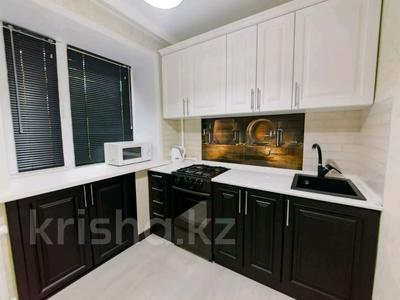 1-комнатная квартира, 44 м², 2/5 этаж по часам, Бухар-Жырау 75 за 1 000 〒 в Караганде, Казыбек би р-н