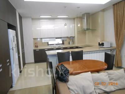 1-комнатная квартира, 55 м² помесячно, Кошкарбаева 45 за 90 000 〒 в Нур-Султане (Астана), Алматы р-н — фото 2
