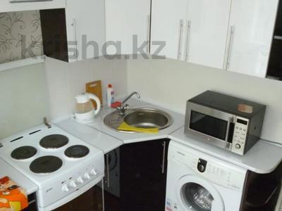 1-комнатная квартира, 38 м², 3/5 этаж посуточно, Михаэлиса 9 за 6 500 〒 в Усть-Каменогорске