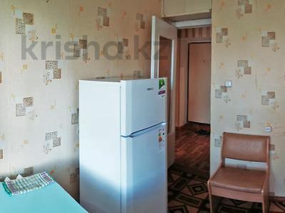 1-комнатная квартира, 35 м², 5/5 этаж посуточно, Уральск за 3 500 〒 — фото 2