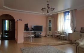 3-комнатная квартира, 90 м², 4/8 этаж, проспект Назарбаева 17/2 за 30.5 млн 〒 в Караганде