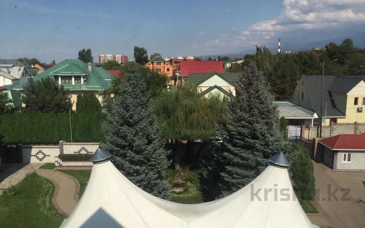 12-комнатный дом помесячно, 1200 м², 100 сот., мкр Дубок-2, Мкр Дубок-2 за 5.5 млн 〒 в Алматы, Ауэзовский р-н