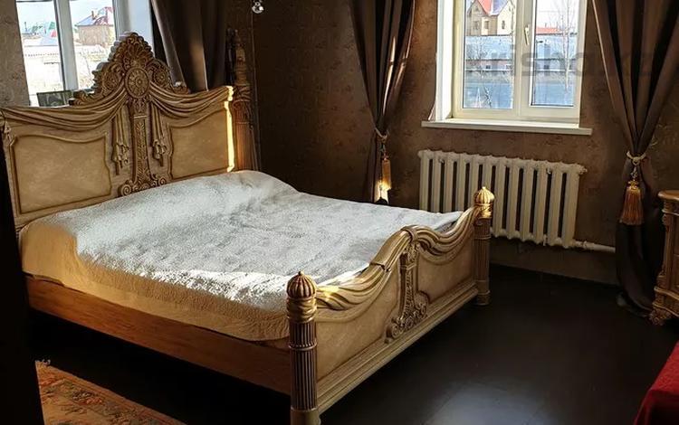 8-комнатный дом, 180 м², 10 сот., Амире Кашаубаева 46 — Акжайлау за 35 млн 〒 в Нур-Султане (Астана), Есиль р-н