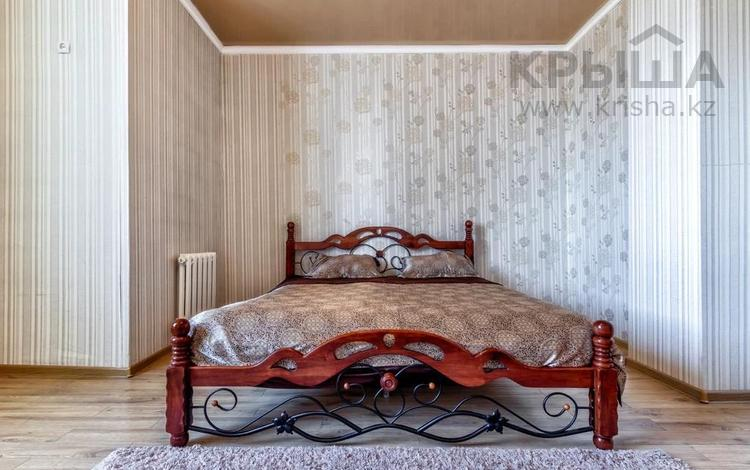 1-комнатная квартира, 60 м², 11/12 этаж посуточно, Сарайшык 34 — Тауелсыздык за 9 000 〒 в Нур-Султане (Астана), Есиль р-н