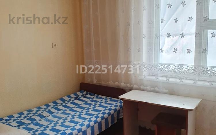 4 комнаты, 76 м², Народная 33 за 17 500 〒 в Семее