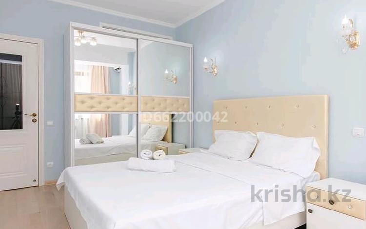 2-комнатная квартира, 70 м², 20/21 этаж посуточно, Кунаева 12/2 — Акмешит за 13 000 〒 в Нур-Султане (Астана), Есиль р-н